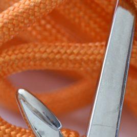 bijou marin avec ancre et cordon