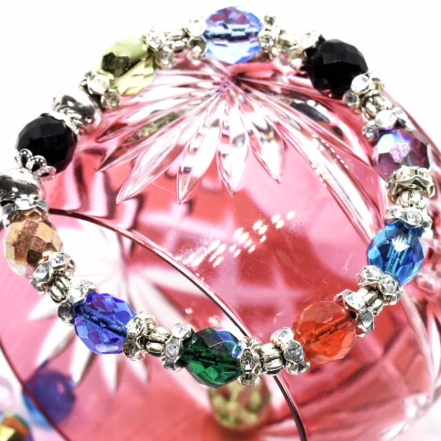 ronde de cristaux irisés