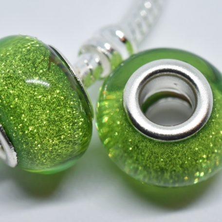 perles vert tendre scintillant