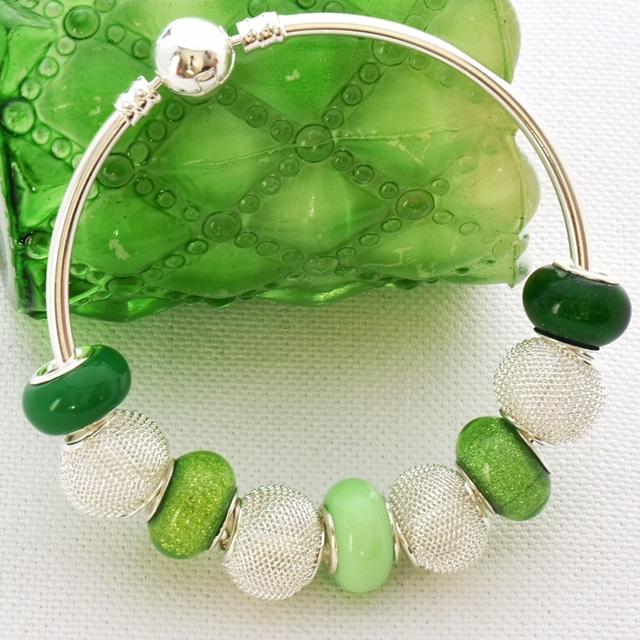 ronde de perles vert tendresse