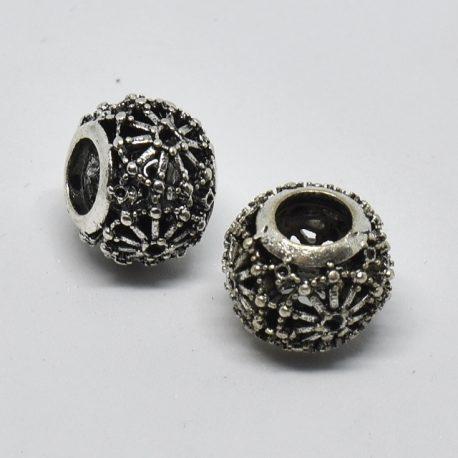 perle ciselée en métal grisé