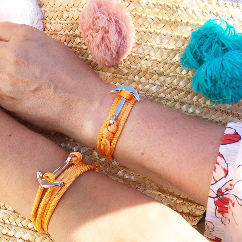 pompon et bracelet ancre de marin