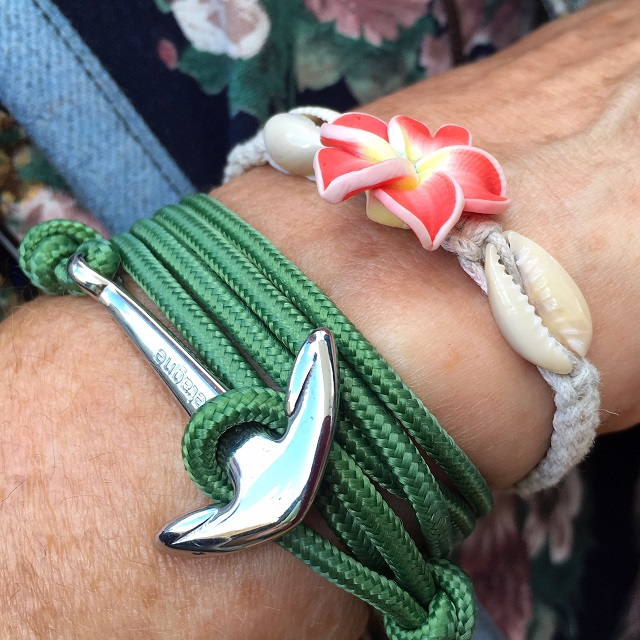 bracelet vert ancre et fleur rose
