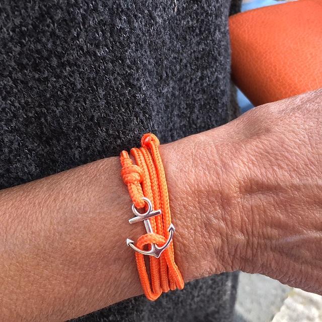 so chic ce bracelet orange et son ancre argent