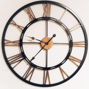 fourrure en pompons et murano sur horloge