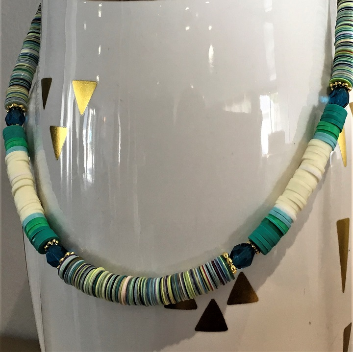 collier Amazonie de cristaux emeraude et rondelles heishi