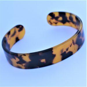 petit leopard brun sauvage